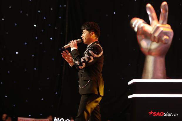 Noo Phước Thịnh không ít lần thị phạm trực tiếp trên sân khấu cho các thí sinh.