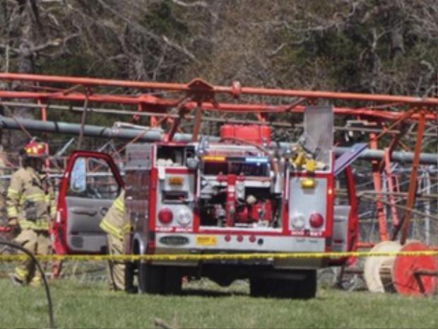 Lực lượng cứu hỏa có mặt ở hiện trường. Ảnh: 4WWL