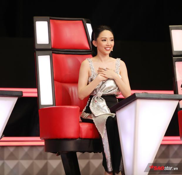 Tóc Tiên cho biết cô góp nhặt được ít nhiều kinh nghiệm, không còn bỡ ngỡ trên ghế nóng như năm trước.