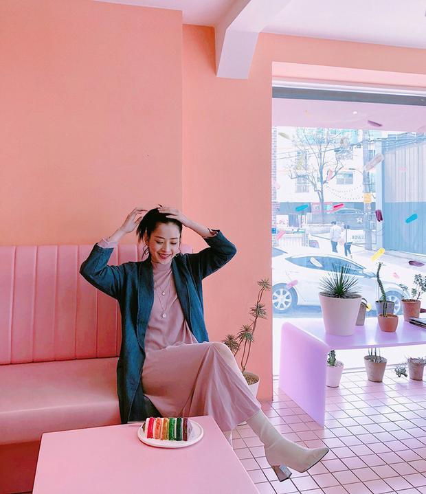 """Những tấm ảnh street style đời thường của cô nàng đều nhận được rất nhiều lượt """"like"""" của cộng đồng mạng."""