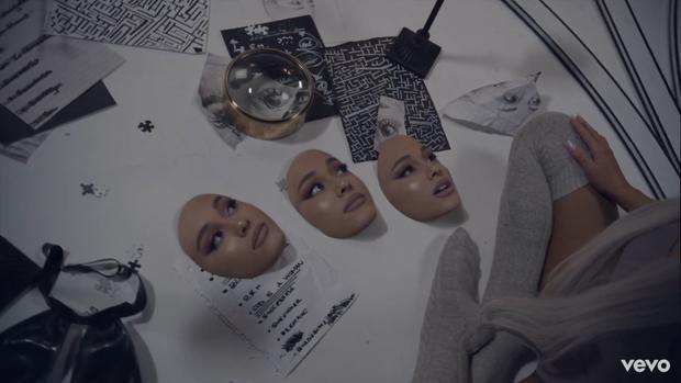 Nếu để ý kĩ thì ngay trên mảnh giấy ở dưới góc chính là tên các ca khúc mới nằm trong album sắp ra mắt.