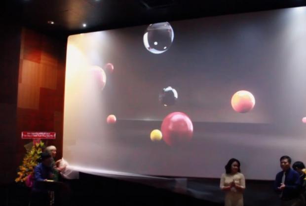 Phòng chiếu phim có sức chứa 100 người ra mắt.