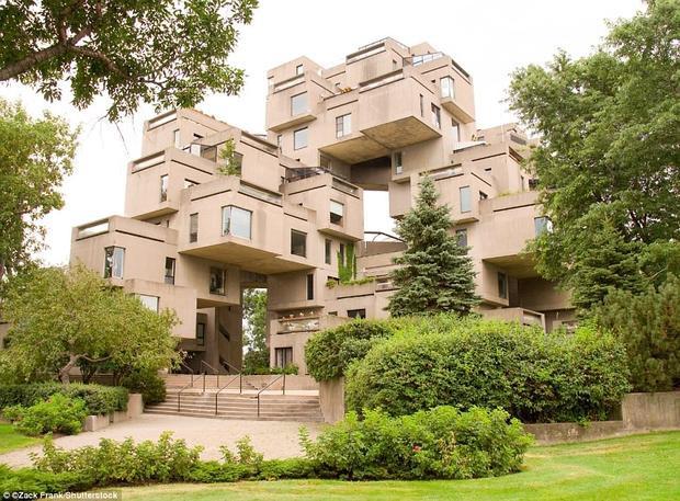 Chung cư Habitat 67 nằm trên cầu cảng Marc - Drouin, thành phố Montreal, Canada. Nó là khu nhà có kiến trúc độc đáo gồm 354 khối lập phương bằng bê tông giống nhau ghép lại. Đây là công trình thiết kế bởi kiến trúc sư Moshe Safdie. Hàng năm Habitat 67 thu hút hàng nghìn khách du lịch khắp nơi trên thế giới đến đây để tận mắt chiêm ngưỡng kiến trúc thú vị này.Ảnh:Shutterstock