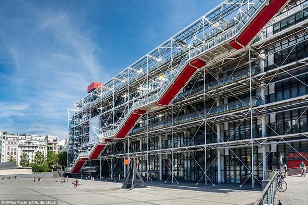 Trung tâm văn hóa Georges Pompidounằm tại khuBeaubourgthuộcquận 4, Paris,Pháp. Nó được chính tay Tổng thống Valéry Giscard d'Estaing khánh thành vào năm 1977. Georges Pompidou là biểu tượng nghệ thuật hiện đại và đương đại không chỉ ở nước Pháp mà còn trên toàn thế giới.Ảnh:Shutterstock