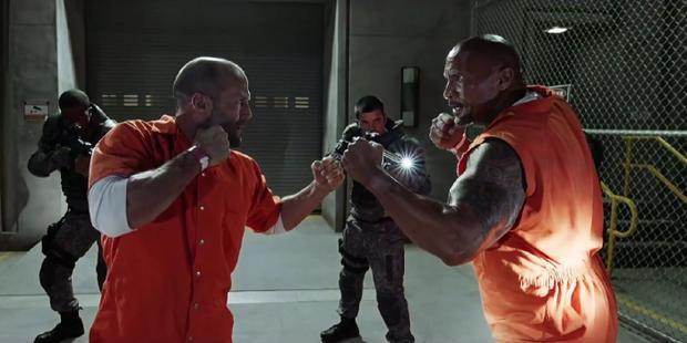 Màn phối hợp ăn ý giữa The Rock và Jason Statham
