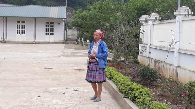 Vị trí cháu Linh bị cô giáo lùi xe gây tai nạn tử vong.