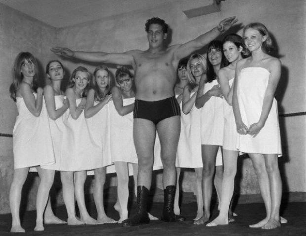 André tham dự một buổi trình diễn thời trang ở Paris năm 1966.