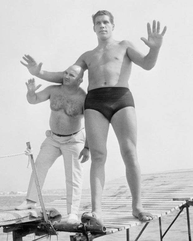 André Người khổng lồ năm 12 tuổi, cao hơn 1,9 m và nặng gần 109 kg.