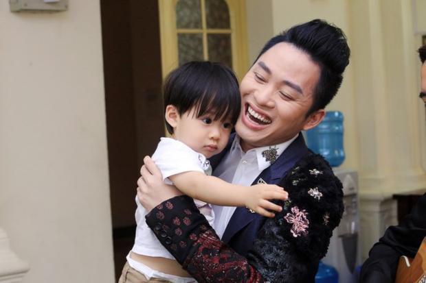 Nam ca sĩ cho biết, làm cha giúp anh biết cảm thông hơn với những người phụ nữ bên cạnh.