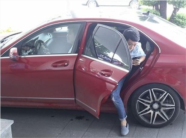 Vài năm trở lại đây, Trường Giang gắn bó với chiếc Mercedes-Benz C300 màu đỏ.
