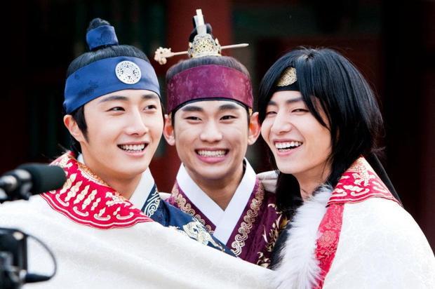 Kim Soo Hyun, Jung Il Woo và Song Chae Rim.