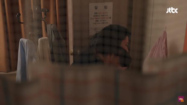 Phản ứng của cư dân mạng khi thấy Chị đẹp Son Ye Jin thoải mái thoát y trước mặt Jung Hae In