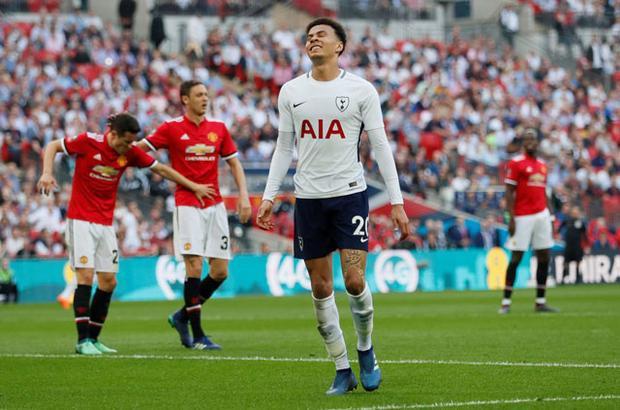 Toàn cảnh Man United ngược dòng hạ Tottenham, cân bằng kỷ lục của Arsenal