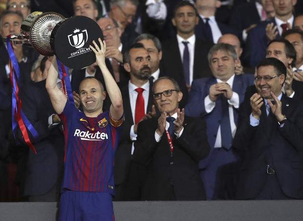 Barca giành cú đúp danh hiệu: Lời chia tay đẹp của Iniesta?