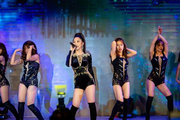 Sau thành công của Em gái mưa, Hương Tràm cũng chia sẻ về sự hồi hộp của mình cho dự án ballad lớn nhất của năm.