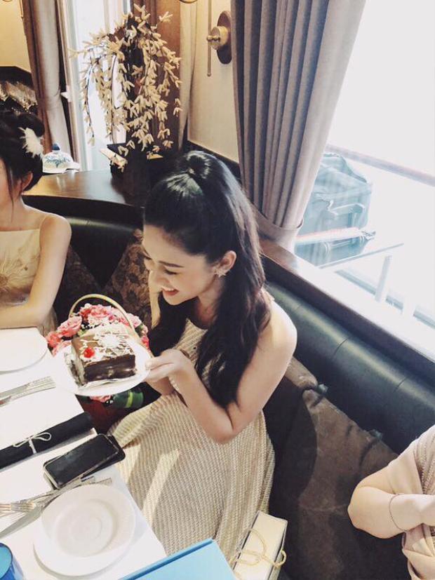 Chúc mừng sinh nhật Thanh Tú, mong bạn sẽ luôn hạnh phúc và gặt hái thêm nhiều thành công trong cuộc sống nhé!
