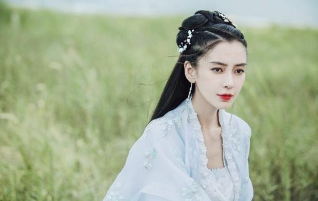 """Angelababy - Minh tinh nổi tiếng với danh hiệu """"Dù không biết diễn nhưng nghiễm nhiên vẫn được vai chính""""!"""