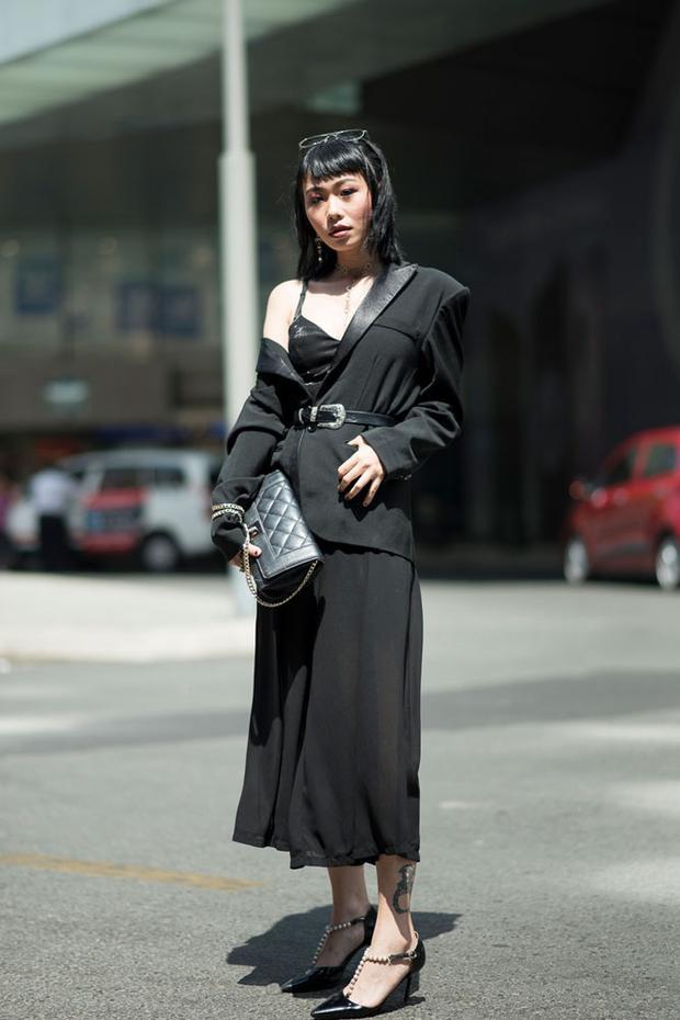 Tín đồ thời trang Hằng Nguyễn tiếp tục thể hiện gu thời trang mạnh mẽ của mình.