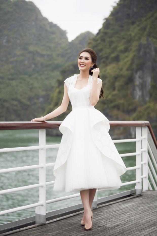Tường Linh ngọt ngào trong thiết kế váy kiểu dáng xòe 3D lạ mắt.