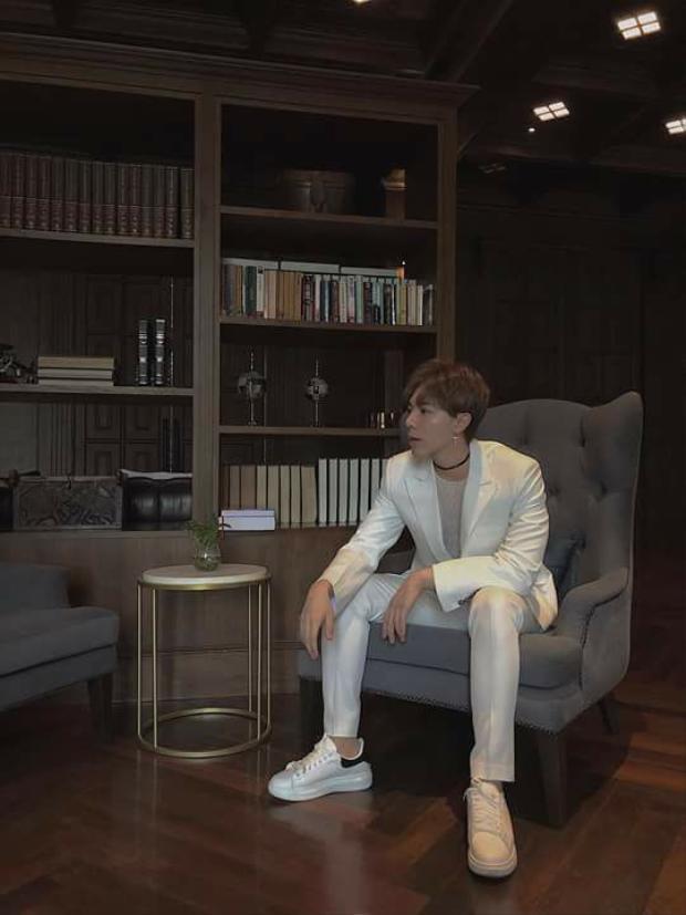 Cũng tại đêm nhạc, Erik bật mí sản phẩm tiếp theo sẽ là sự lột xác hoàn toàn của anh và do ekip Hàn Quốc sản xuất, dự kiến ra mắt vào tháng 6.