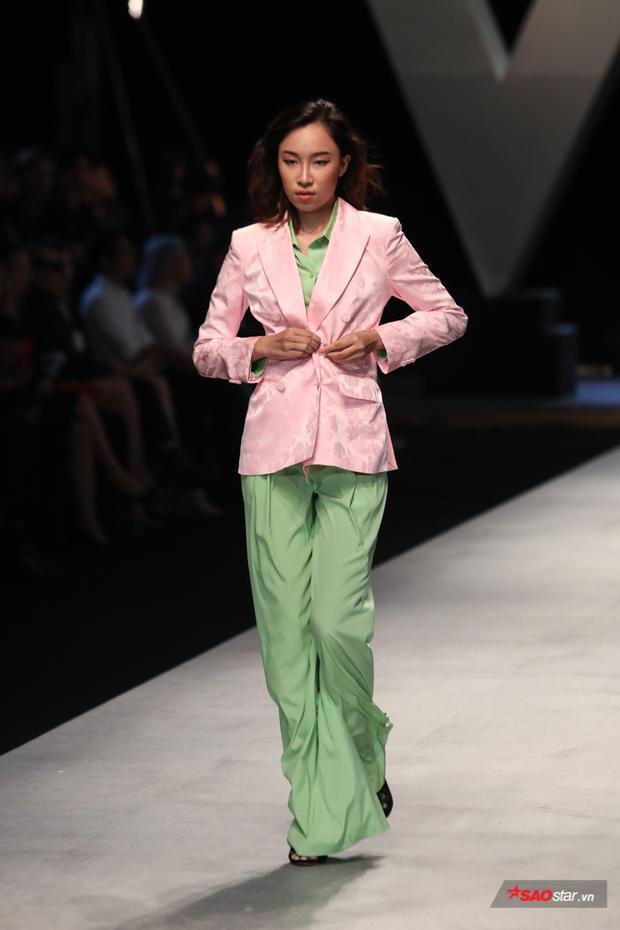 Đến cách diện cả cây suits chỉn chu, mang phong cách menswear.