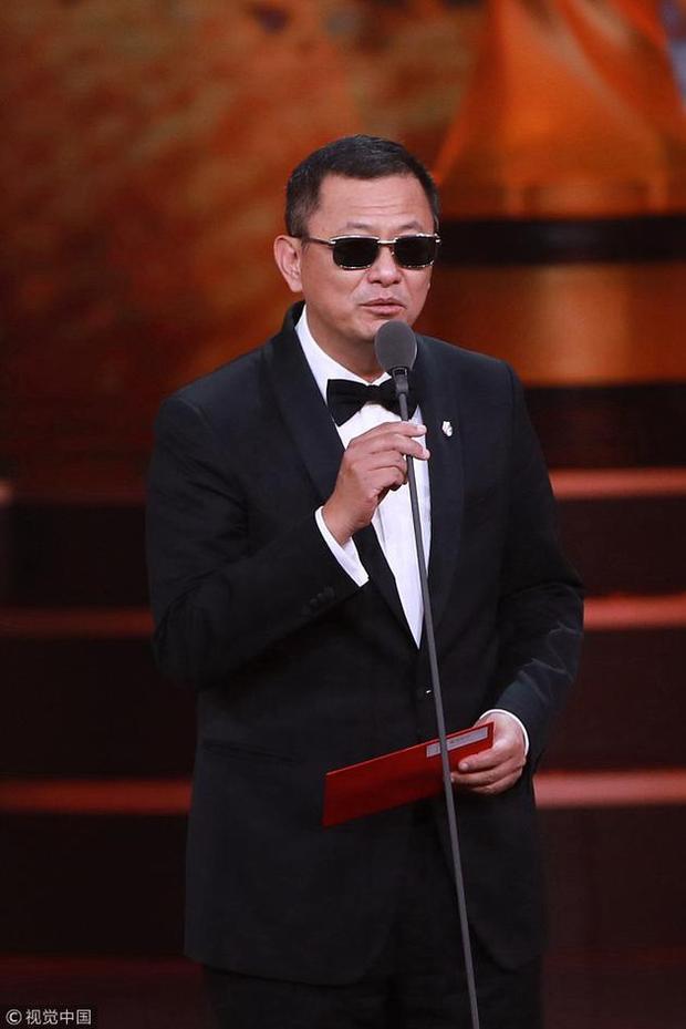 Avengers: Infinity War chưa ra mắt, Vision qua Bắc Kinh trốn Thốt Nốt rồi ôm luôn giải thưởng!