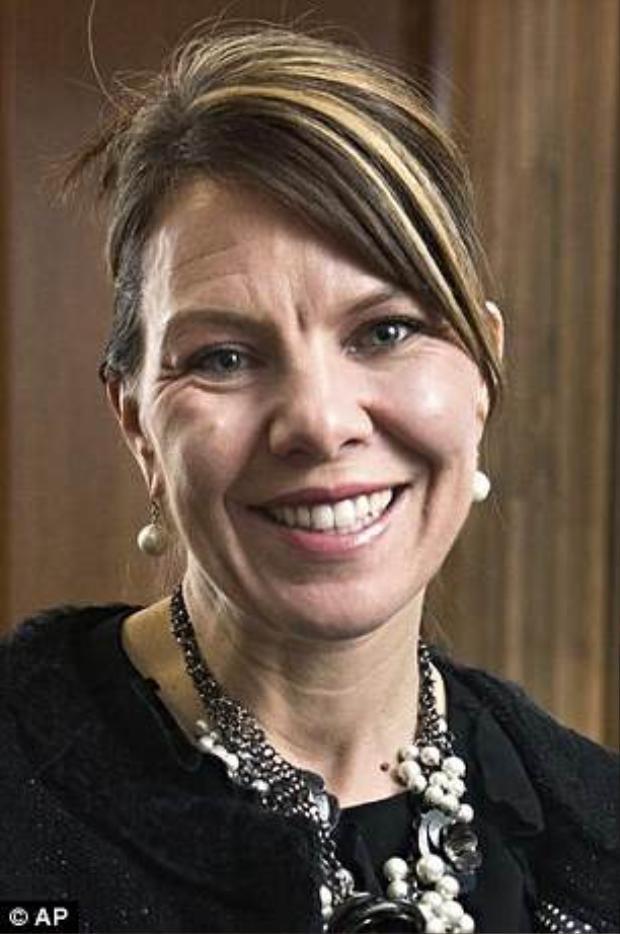 Bà mẹ 2 con Jennifer Riordan đã trở thành nạn nhân xấu số khi bị hút một nửa người qua của sổ máy may của hãng hàng không Southwest Airlines. Ảnh: AP