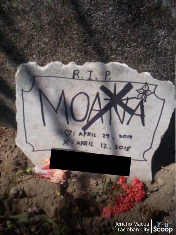 Mộ của Moana được gia đình anh Jego đặt trang trọng trong sân nhà