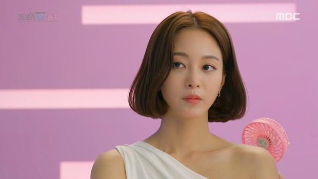 """Han Ye Seul không phải là gương mặt xa lạ với khán giả, nổi tiếng với vẻ đẹp sắc sảo, diễn xuất hoàn hảo. Cô được biết đến với các tác phẩm như """"Định mệnh cho chúng ta gặp nhau"""", """"Tuyết có rơi đêm Giáng sinh?"""", """"Mỹ nữ tái sinh"""",…"""