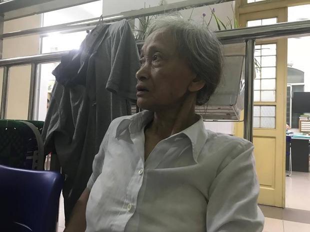 Bà Lan lo lắng vì sắp tới không biết lấy đâu tiền đóng viện phí cho con trai.