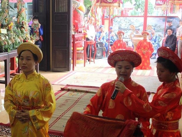 Nghi thức đọc chúc văn trong lễ giỗ Quốc tổ Hùng Vương tại đền thờ Hùng Vương, thành phố Biên Hòa.