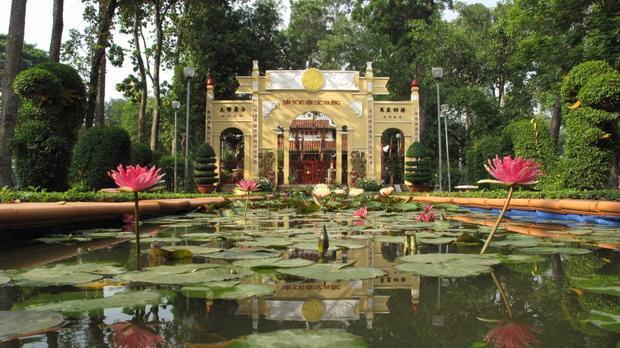 Đền thờ Vua Hùng ở công viên Tao Đàn.