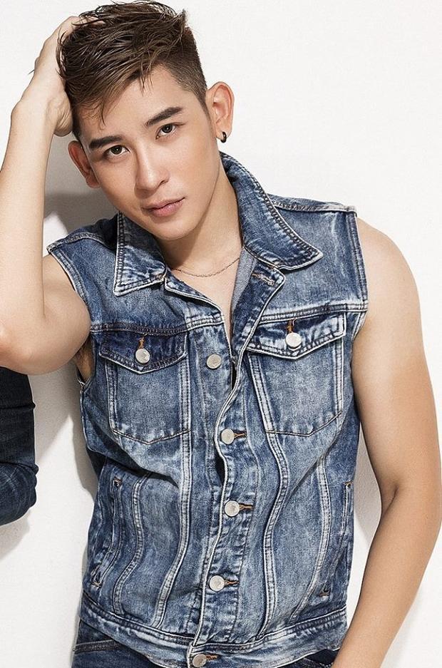 Minh Trung sinh năm 1992 tại Vũng Tàu. Anh đã tốt nghiệp khoa Thanh nhạc trường Cao đẳng Văn hóa Nghệ thuật TP HCM. Năm 2012, anh đoạt Quán quân cuộc thi F-idol và lấn sân vào làng thời trang, hoạt động như một người mẫu chuyên nghiệp. Một năm sau đó, anh giành giải bạc Siêu mẫu Việt Nam 2013.