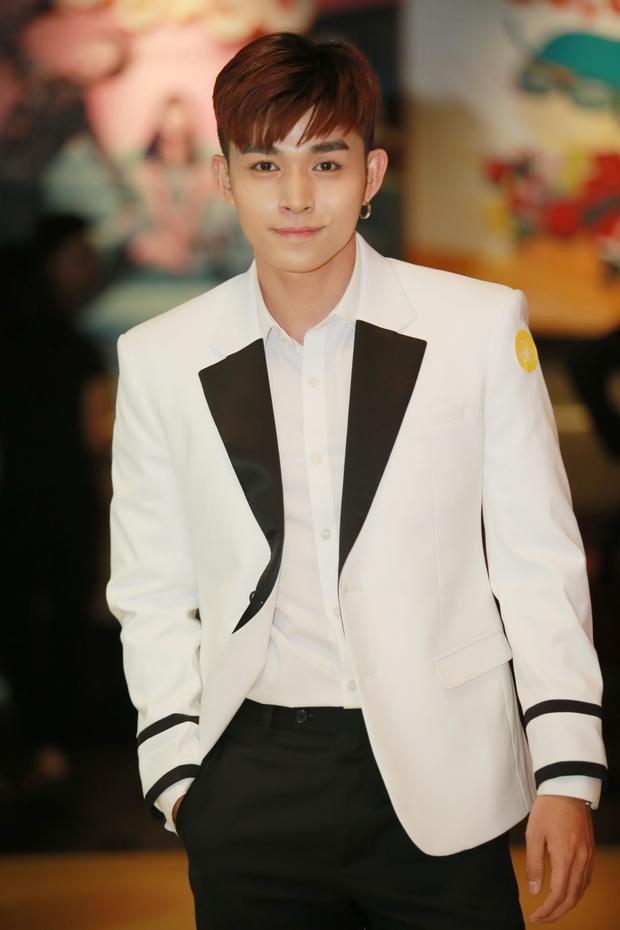 """Bên cạnh đó, nam chính Jun Phạm cũng được đánh giá cao trong vai chính thứ 2 của mình, sau """"Về quê ăn Tết""""."""