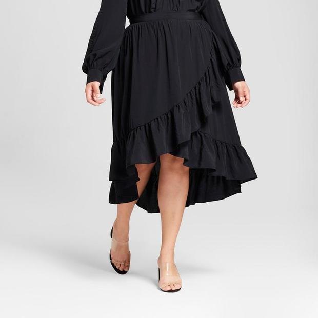 """""""Chân to không phải lo"""" vì đã có những chiếc váy dài bèo nhún thế này giúp những nàng béo thoải mái đón hè mà không hề sợ xấu hay sợ bắt nắng. Chiếc thắt lưng buộc ngang giúp người mặc có vòng 2 thon gọn và vòng 3 trở lên đẫy đà hơn. Đây cũng chính là kiểu váy đang được nhiều quý cô trên thế giới ưa chuộng, là xu hướng thời trang hot đem lại sự sành điệu, thời thượng cho các bạn nữ."""