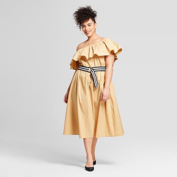 Ai bảo người béo chỉ nên diện những trang phục phom rộng thùng thình? Chỉ cần thêm một chiếcthắt lưng buộc ngang cũng đủ tạo điểm nhấn cho phần eo trở nên bắt mắt,giúp bạn định hình vòng 2, dáng người sẽ được rõ ràng và uốn cong, vừa xinh đẹp, quyến rũ lại không đơn điệu, nhàm chán đấy. Đầm trễ vai tay bèo quả là một thiết kế dành cho các nàng quá khổ, giúp bạn trở nên nổi bật và dịu dàng, thu hút hơn.