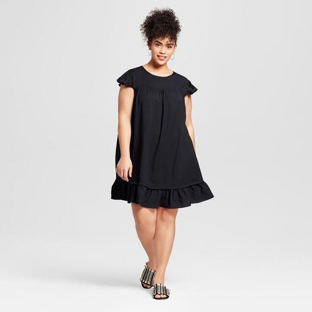 """Đầm babydoll nhẹ nhàng, nữ tính nhưng cũng rất trẻ trung cho nàng. Phom rộng che đi thân hình """"phì nhiêu"""" giúp nàng yên tâm tạo dáng."""