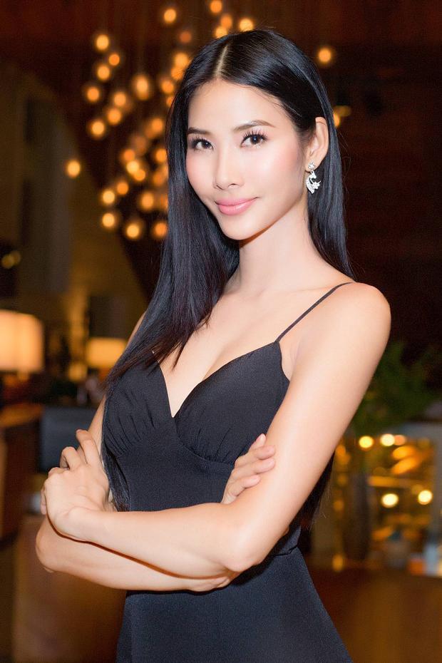 Đặc biệt, người đẹp được nhiều khán giả khen vì có sự thay đổi trong thần thái, nhất là nụ cười, khác xa phong cách người mẫu trước đây.