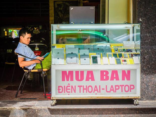 Bên cạnh iPhone chính hãng, người dùng Việt Nam còn có nhiều lựa chọn iPhone ở các kênh bán thứ cấp với mức giá mềm hơn khá nhiều.