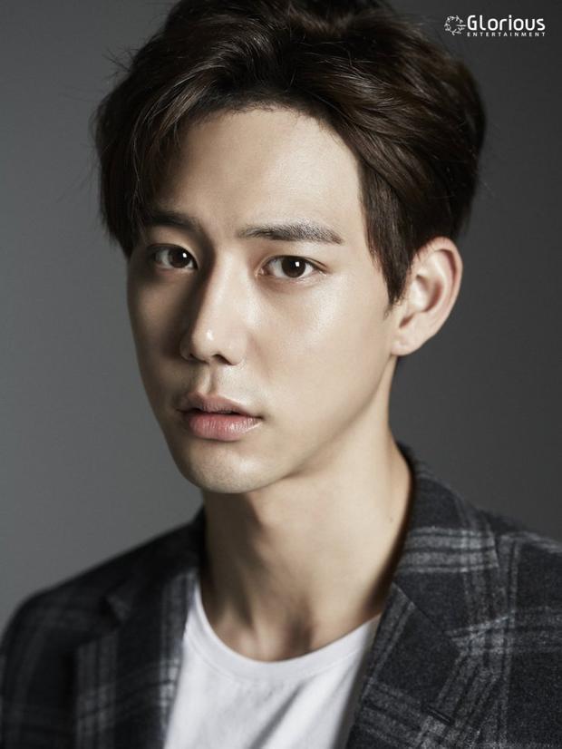 Mỹ nam Jin Ju Hyung, 'bạn trai tin đồn' của Chi Pu