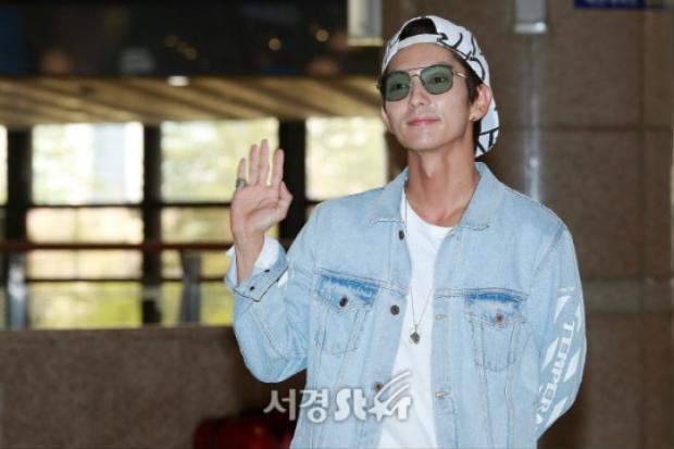 """Tứ hoàng tử"""" Lee Jun Ki được fan nhiệt liệt chào đón."""