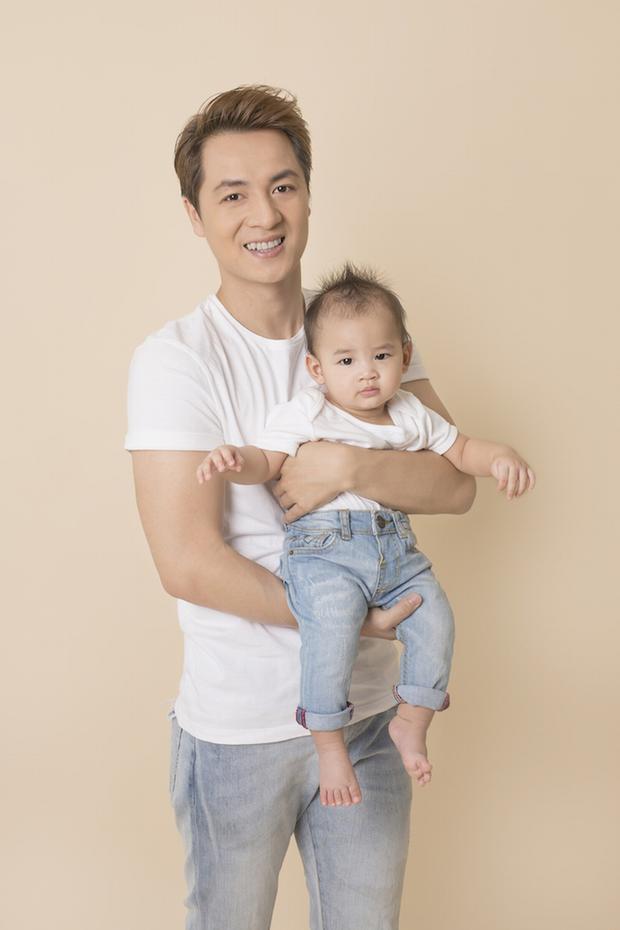 Con trai út nhà Đăng Khôi có cái tên tượng trưng cho tình yêu của bố mẹ - Đăng Anh. Đây chính là sự kết hợp từ chữ lót tên hai vợ chồng.