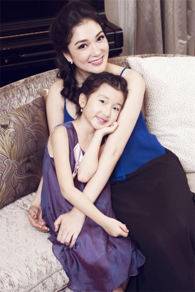 Hoa hậu Việt Nam 2004 Nguyễn Thị Huyền rất thần tượng nhân vật Tống Khánh Linh trong lịch sử Trung Quốc nên lấy luôn cái tên này đặt cho con gái.