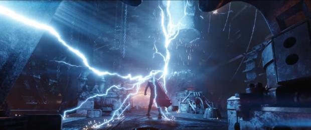 Cảnh Thor thức tỉnh với vũ khí mới Stormbreaker bị cắt khỏi Infinity War