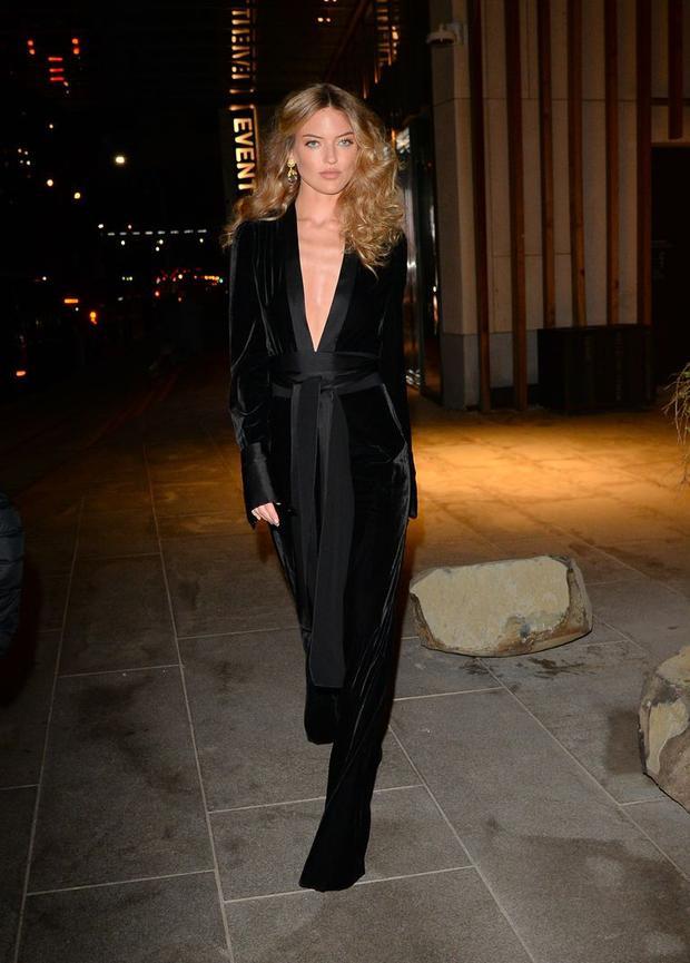 Siêu mẫu nhà Victoria's Secret: Martha Hunt thanh lịch nhưng không kém phần nóng bỏng với sắc đen.