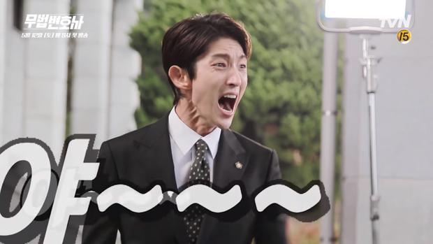 Chết cười với hậu trường vui nhộn của Lee Jun Ki cùng dàn diễn viên Lawless Lawyer
