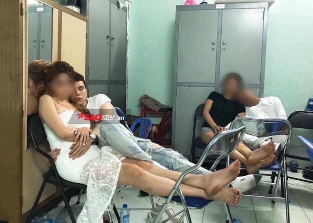 Hoàng Tôn từng vướng nghi án say xỉn trong quán bar, bị công an mời về phường làm việc hồi tháng 10/2017.
