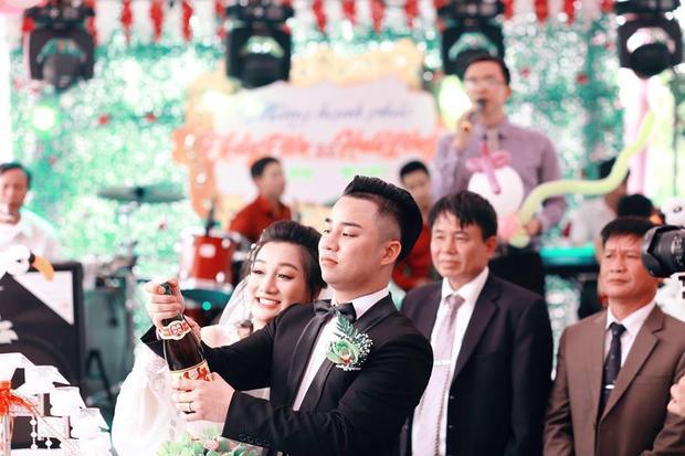 Hữu Công tươi rói trong đám hỏi với vợ sắp cưới xinh như hot girl