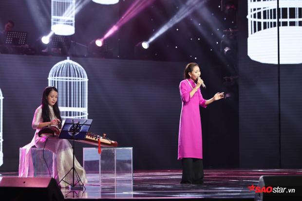 Thanh Lanđược nhận xét cách hát bolero ngày càng tiến bộ, gạt bỏ những chi tiết dân ca và thả mình 100% theo chính quy bolero.