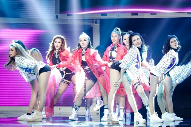 Lip B với loạt sân khấu biểu diễn cá tính từ The Remix.